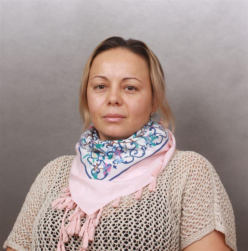 Домработница Оксана .